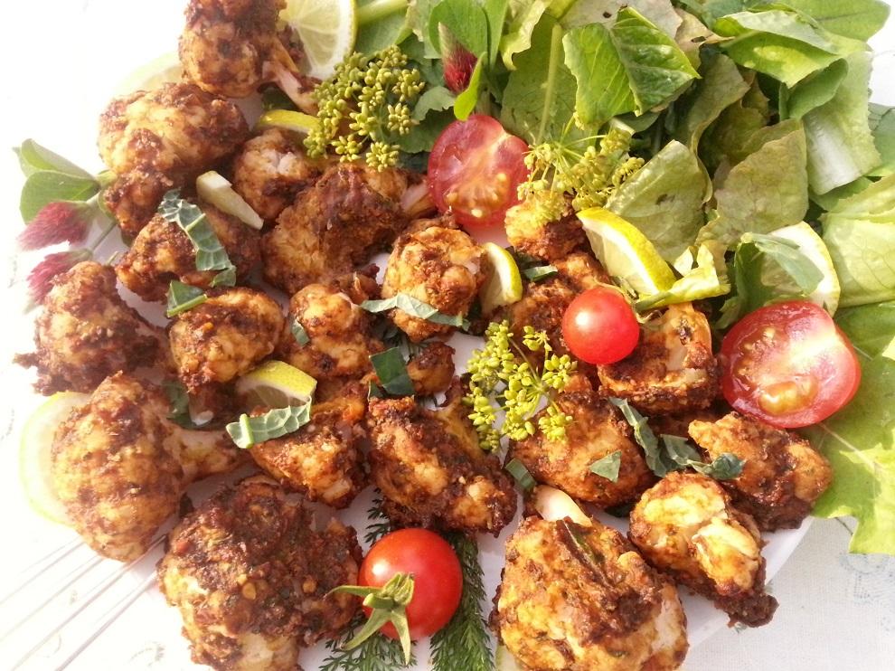 Diese würzig-pikanten Blumenkohlröschen schmecken einfach herrlich! Eine tolle roh-vegane Alternative zu Chicken Wings!
