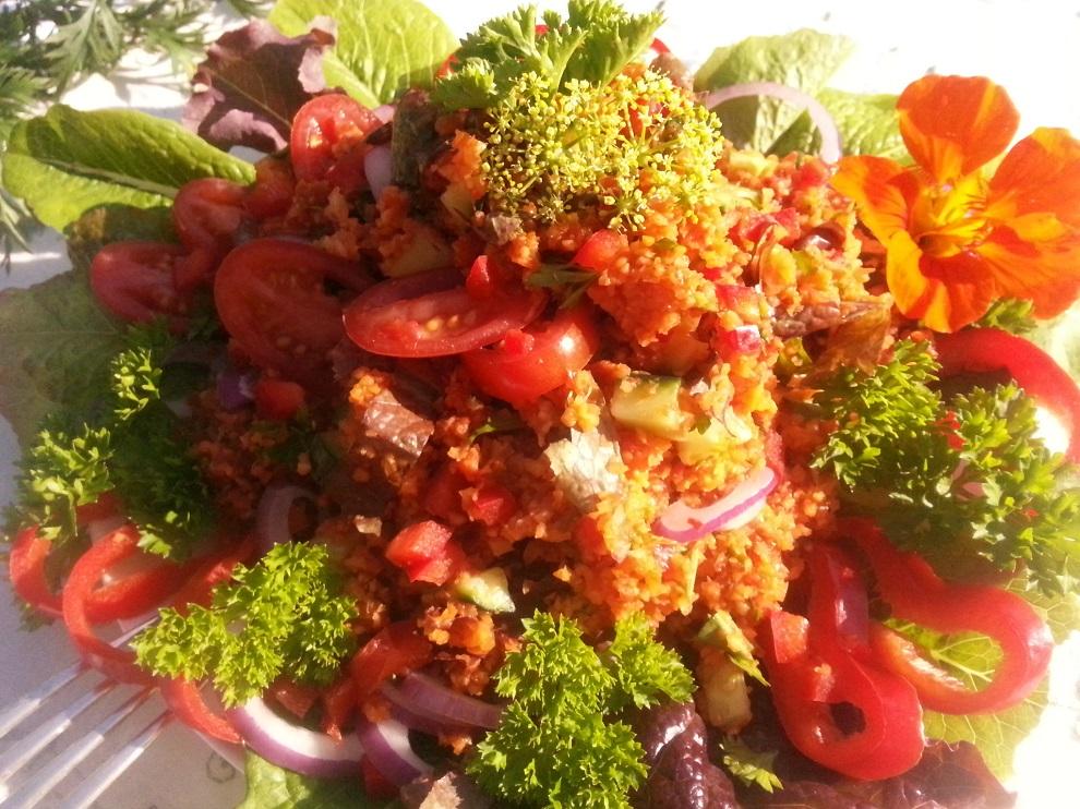 Rohkost-Couscous-Salat auf Karottenbasis - enthält keinen Hartweizengries und ist daher glutenfrei.