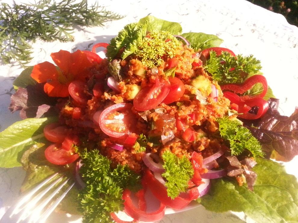 Rohkost-Rezept für Couscous-Salat auf Karottenbasis. Der Couscous-Salat enthält keinen Hartweizen. Er ist glutenfrei und eine sehr leckere Alternative bei Glutenunverträglichkeit.