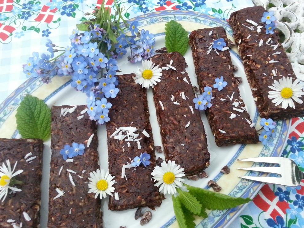 Diese Rohkostriegel zum Selbermachen sind eine gesunde Alternative zu herkömmlichen Süßigkeiten. Da darf es dann ruhig auch mal etwas mehr sein :-)