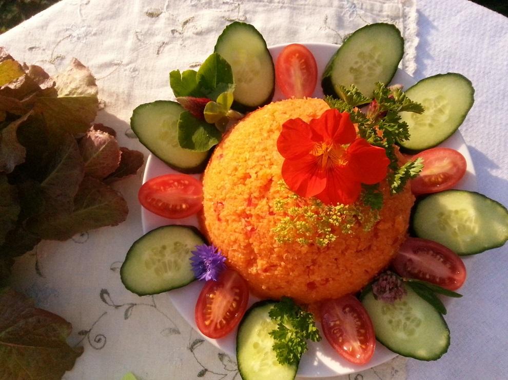 Salatblätter zum Karottenreis - grüne Blätter im Alltag ungewaschen dazu essen