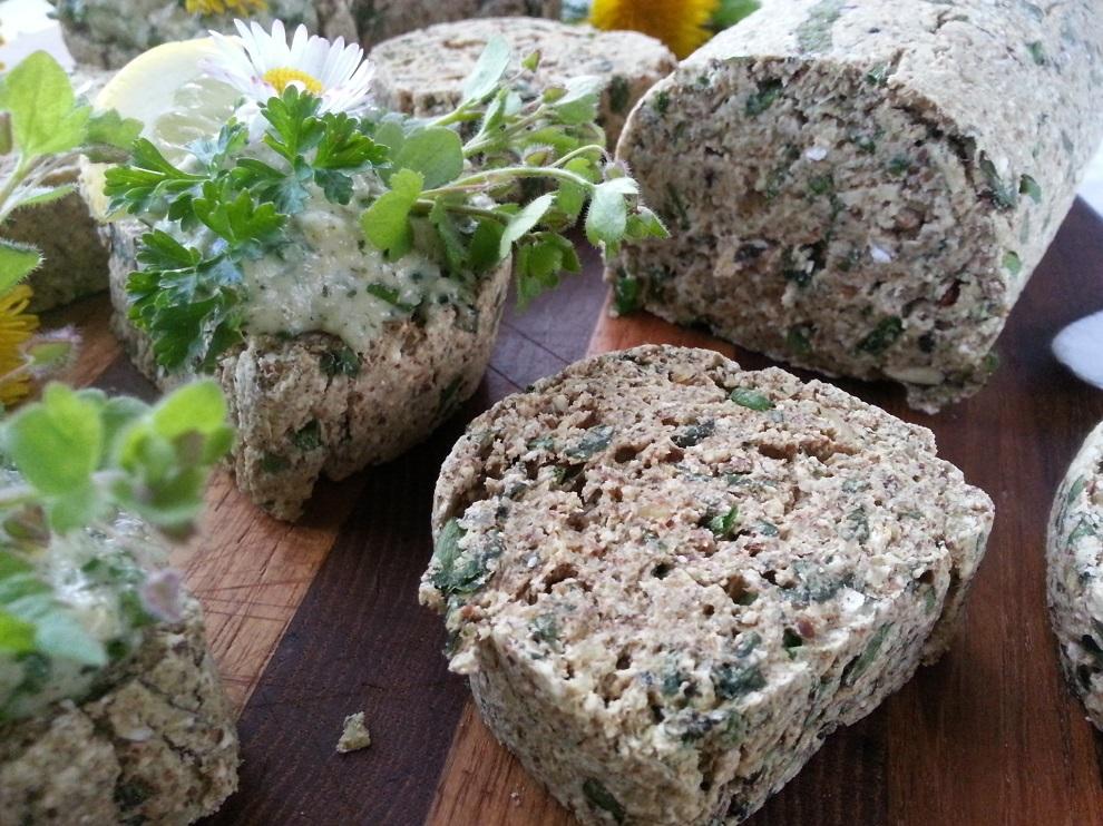 Wildkräuter-Rohkostbrot-Rezept Giersch Löwenzahn