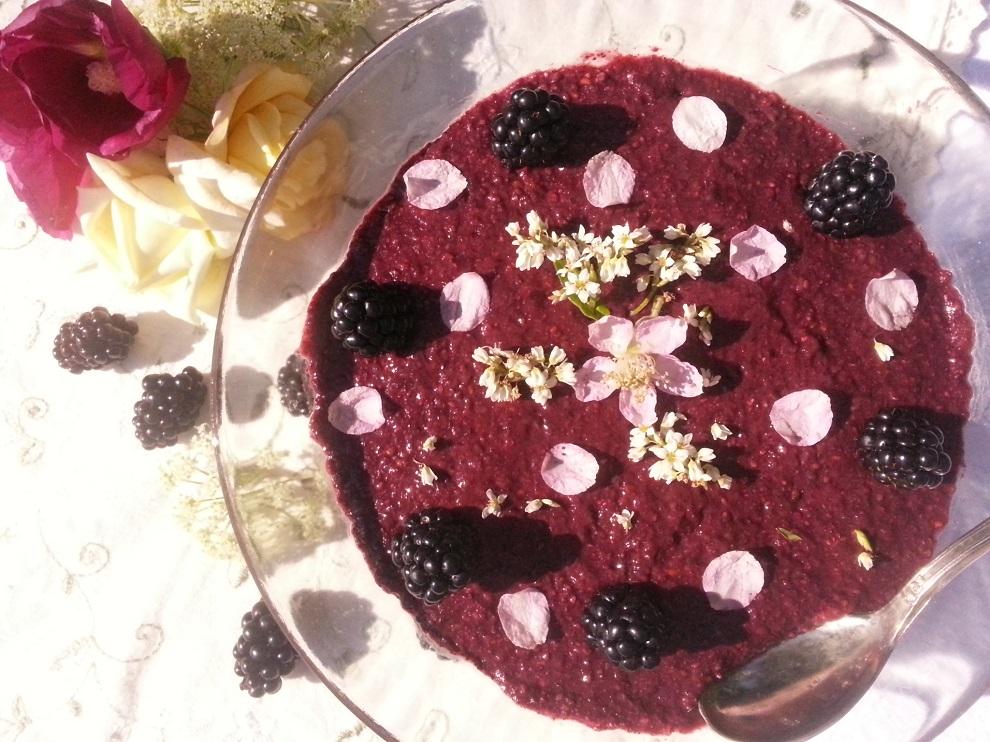 Roh-veganer Brombeer-Chia-Pudding - Puddingalternative bei Laktoseintoleranz und Glutenunverträglichkeit
