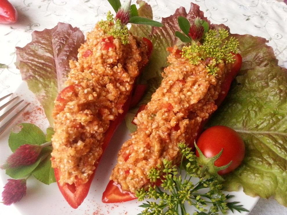 Rohkostreis - Rohkost-Blumenkohlreis - roh-vegane Tomatensosse