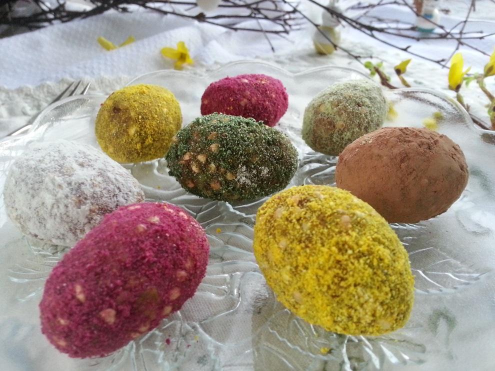 Rohköstliche Ostern mit bunten roh-veganen Ostereiern - So geht das Ostereier formen
