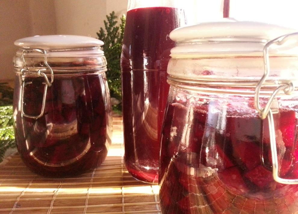 Drei einfache Rohkost-Rezepte für fermentierte Rote Bete.