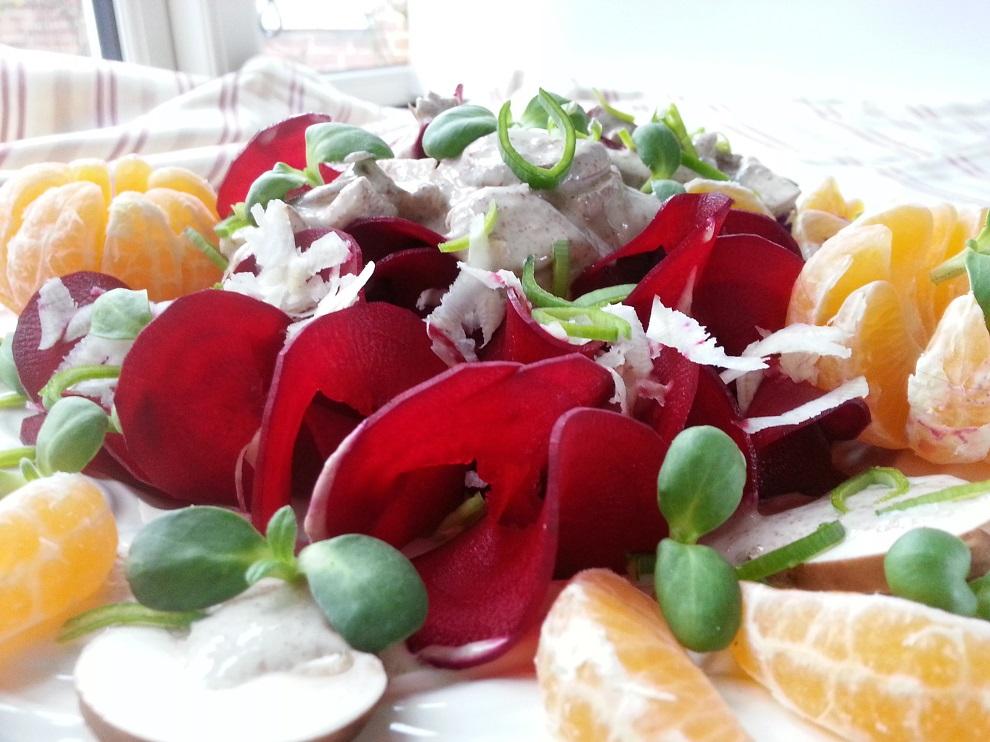 Winterlicher Rohkost-Salat mit roter Bete