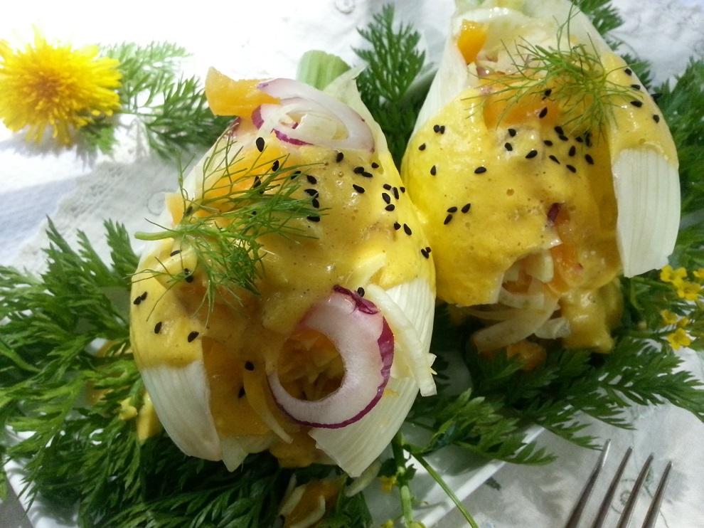 Rohkostsalat mit Fenchel im Fenchelblatt