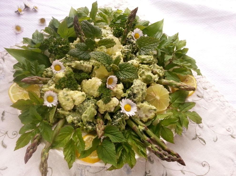 Spargelsaison Rohkost-Salat grünen Spargel
