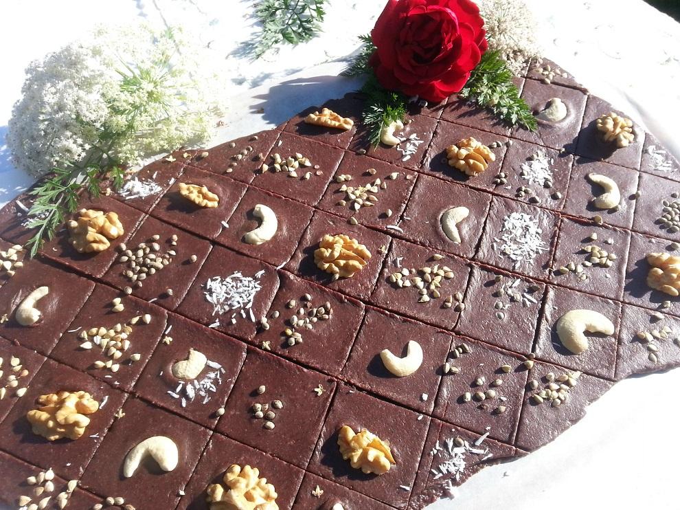Rohkost-Schokolade aus Hanf & Datteln