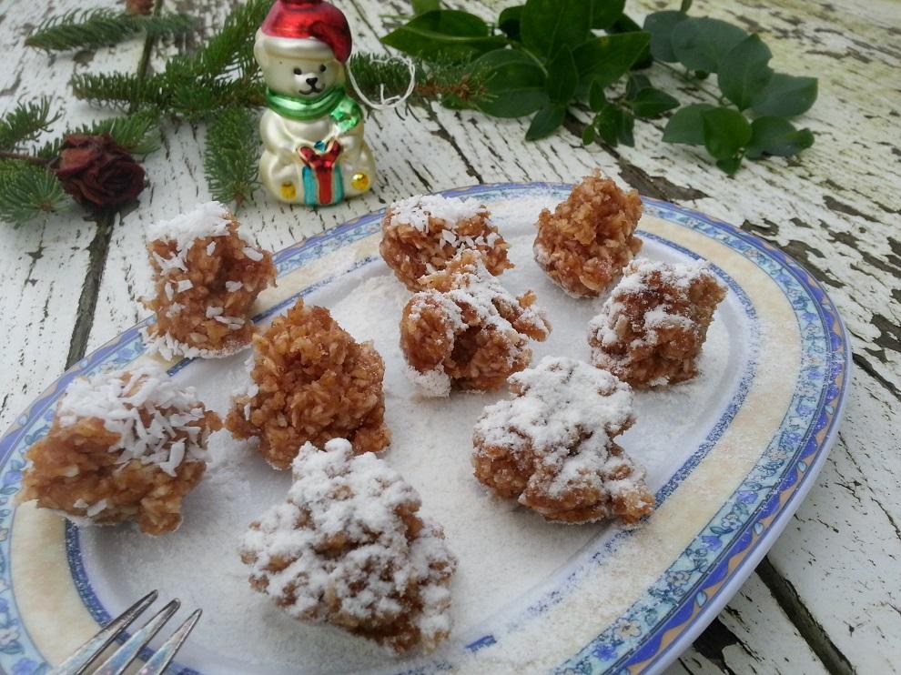 Diese roh-veganen Kokosmakronen schmecken richtig lecker und kommen ganz ohne Eier aus :-)