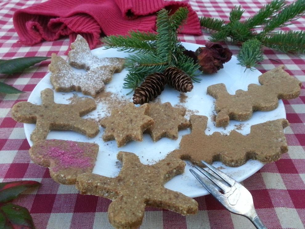 Bei Glutenallergie, Laktoseintoleranz oder bei Nuss- und Mandelallergie ist Weihnachten oft keine ganz einfache Zeit. Aber diese Erdmandel-Weihnachtsplätzchen werden auch von diesen Menschen vertragen :-)