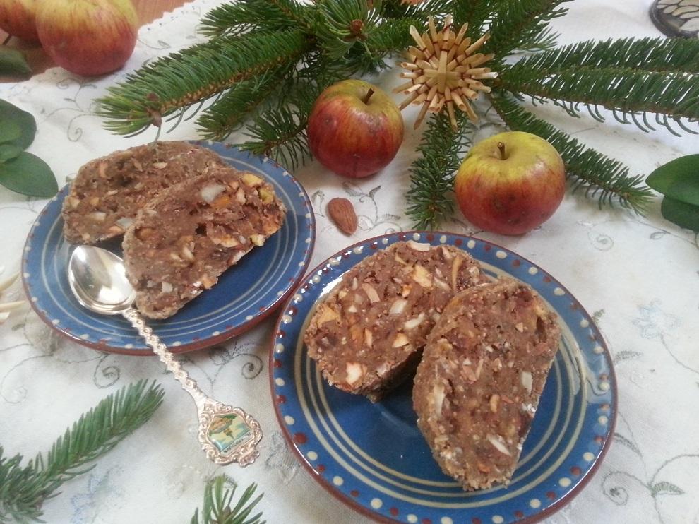 Roh-veganes Früchtebrot für die Weihnachtszeit