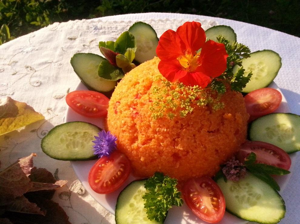 Karottenreis Rohkost-Mahlzeit oder Beilage - leuchtende Farbe - schnell hergestellt