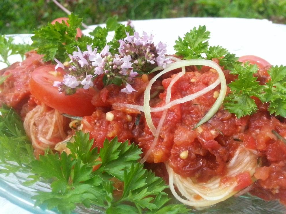 Schnelles Rohkostrezept nach dem Motto Raw Food ist Fast Food roh-vegane Tomatensosse