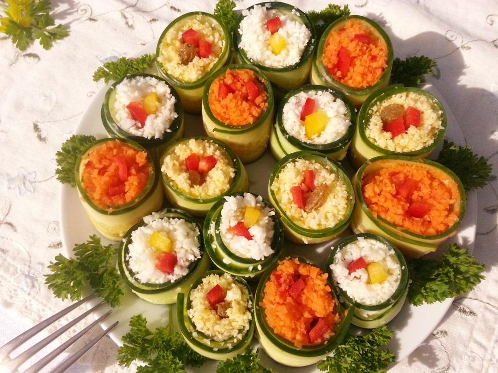 Raw vegan Sushi - mit Gurkenscheiben statt Algenblättern - 3 verschiedene Füllungen und Farben - auch Partymitbringsel