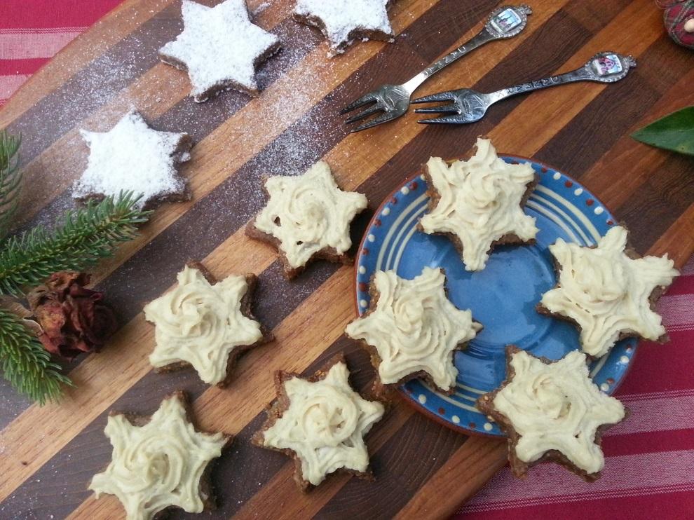 """In der Serie """"Rohkost an Weihnachten"""" hier auf dem Blog findest du noch viele andere Rezepte für roh-veganes Weihnachtsgebäck und andere Weihnachtsgerichte :-) Klicke dazu einfach den Link über dem Bild an!"""