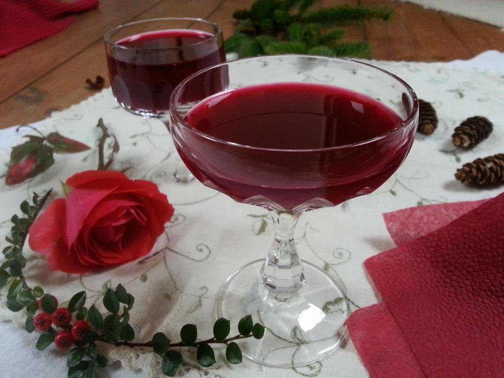 Mit frisch gepresstem Granatapfelsaft tust du dir wirklich etwas Gutes - nicht nur an Weihnachten :-) Und heute erzähle ich dir, wie ich die Granatäpfel entsafte - ganz einfach und ohne zu spritzen :-)